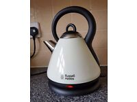 RUSSELL HOBBS - Heritage Country Cream Kettle (bargain)