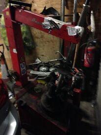Motorbike tyre changing machine