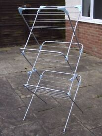 MINKY PLUS QUALITY CLOTHES AIRER IN NEW CONDITION .