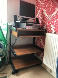 2computer desk table and 2 chairs £20