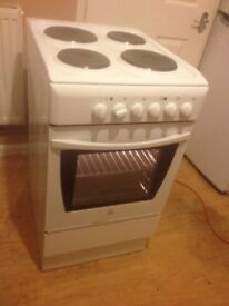 Indesit Electric Cooker (50cm)