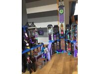 Monster high deluxe school and dolls