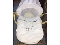 BRAND NEW Unisex Moses Basket with Hood Padding & Quilt + Mamas & Papas Stand