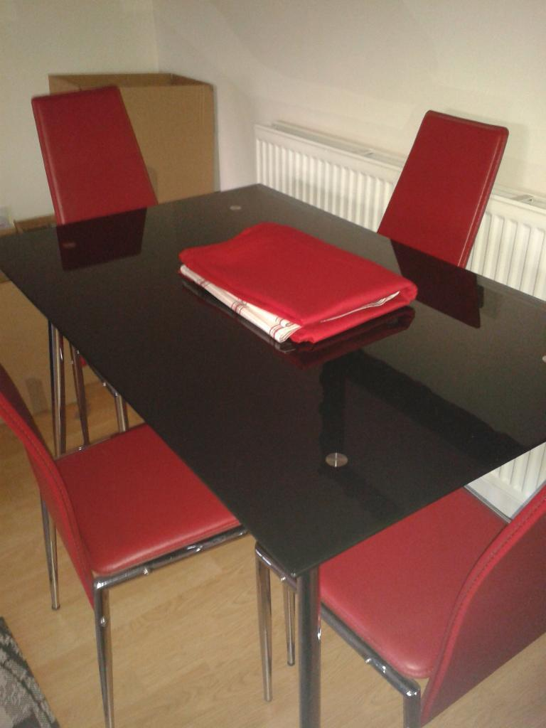 Black Gl Dining Table And 4 Red Chairs