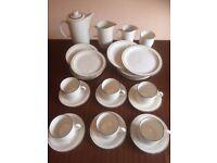 POOLE POTTERY VINTAGE BROADSTONE DINNER SET 28 PIECE SET MILK & CREAM JUG COFFEE POT PLATES CUPS ETC