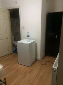 2 Double and 1 single en suite rooms at Freehold Street - Close to town centre/Uni