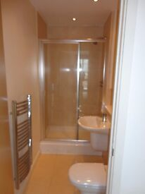 [REF: UQ92share] *AVAIL. NOW* LUXURY 2 BED APARTMENT WITH OWN BATHROOM