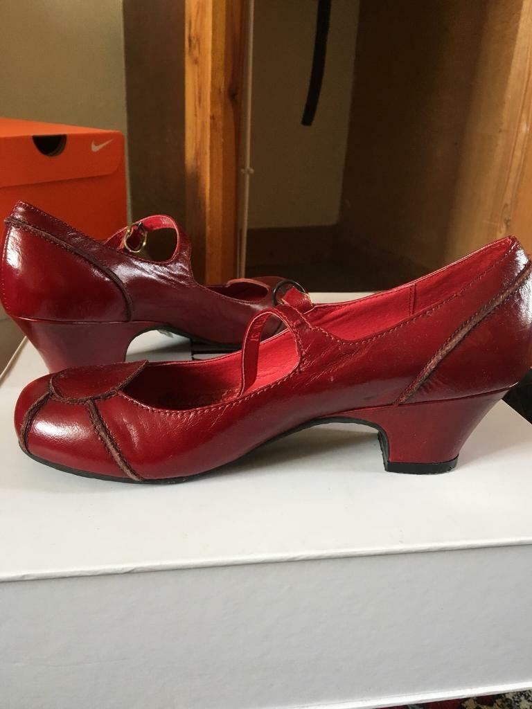0abe622152e6 Super cute red heeled sandals