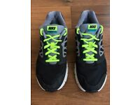 boys NIKE Downshifter 6 trainers (size 5 UK)