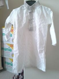 Boys / toddlers white kurta with silver embroidery