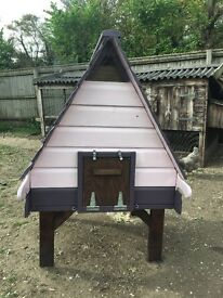 Flyte so fancy hobby hen house with legs and automatic opener