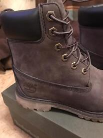 Ladies Timberland boots NEVER WORN size 4