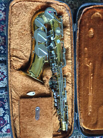 Beautiful nearly new saxophone in case