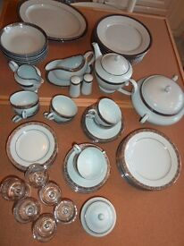 Fairmont 9836 Silver Garland 64 Piece Dinner Service cost over £850 Like New