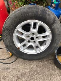 Discovery 3 wheel and tyre