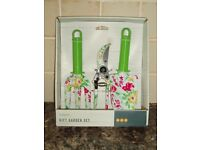 GARDEN HAND TOOLS - 3pc SET - BRAND NEW IN BOX