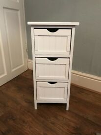 White drawers excellent condition