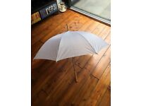 6x brand new, un-used white wedding umbrellas for sale