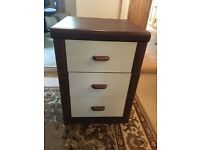 Chest of drawers 64mm (h). 45mm(w)47mm(d) very good condition