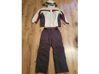 Size M.- Men's  Ski/snowboard,  winter/snow clothing. Jacket and trousers. Great condition.