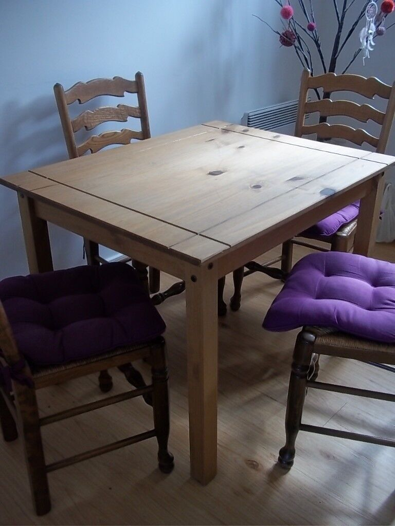 Solid Wood Dining Table In Excellent Condition Gloucester
