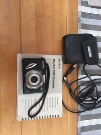 Sony digital camera DSC/1 with charger and case.