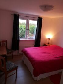 Large comfy double bedroom near Heriot Watt and Napier Uni (ALL BILLS INCLUDED)