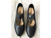 Ladies black tap shoes size 4.5 Katz