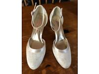 Very comfortable ivory size 6.5 bridal shoes