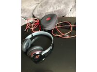 Beats Solo Wireless Headphones - Black - Like New