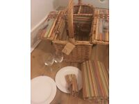 Picnic Basket with free carry blanket