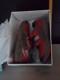 BRAND NEW BOXED CLARKS ROCKET DESIGN TRAINERS (SIZE 2G)