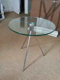 Round tempered glass chroe legs side table
