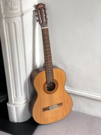 Cheap Levin Guitar in good condition (soft case included)