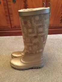 Ugg waterproof fur lined boots. Size 4 small fit. Never worn.
