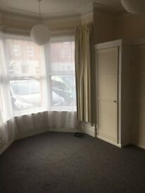 Ground floor 1 bed studio flat £440 pm