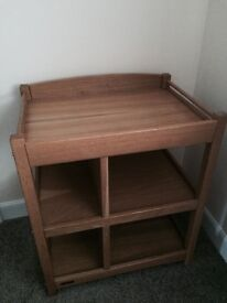 Mamas&pappas baby changing unit