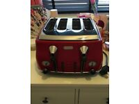 Red delonghi 4 slice toaster