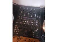 1 x Behringer DDM4000 Mixer