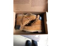 Women's timberland boots. Size 5. Worn once