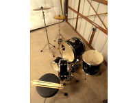 MILLENIUM DRUM AND CYMBAL SET LIKE NEW