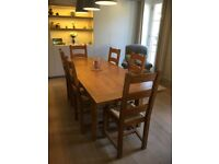 Solid oak extendable dining table and 6 matching dining chairs in excellent condition.