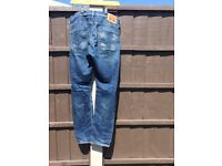 Levi's Jeans men's size waist 34 length 32 worn good condition straight leg zip working