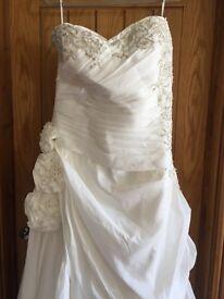 Brand new never been worn wedding dress size 18/20