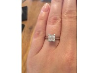 Beautiful 0.9 CT princess cut solitaire ring. White gold.