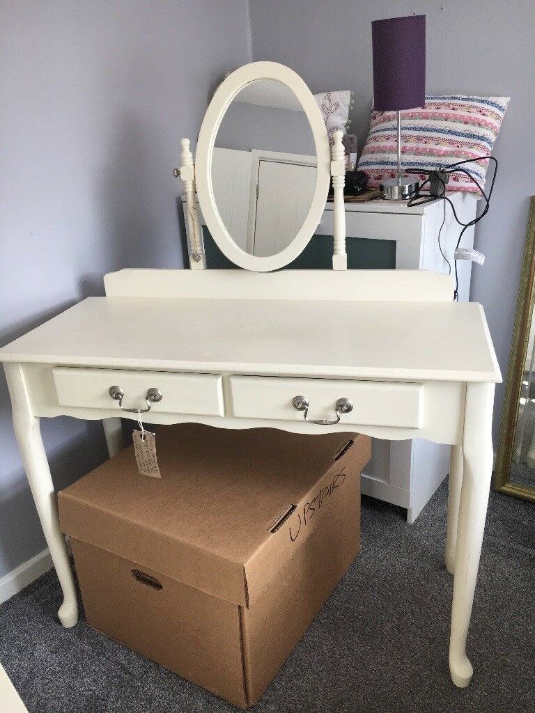 Dressing table and drawersin Newcastle, Tyne and Wear - Cream dressing table with mirror and two drawers. Chest of cream drawer to match. Can be sold as s set or seperatley