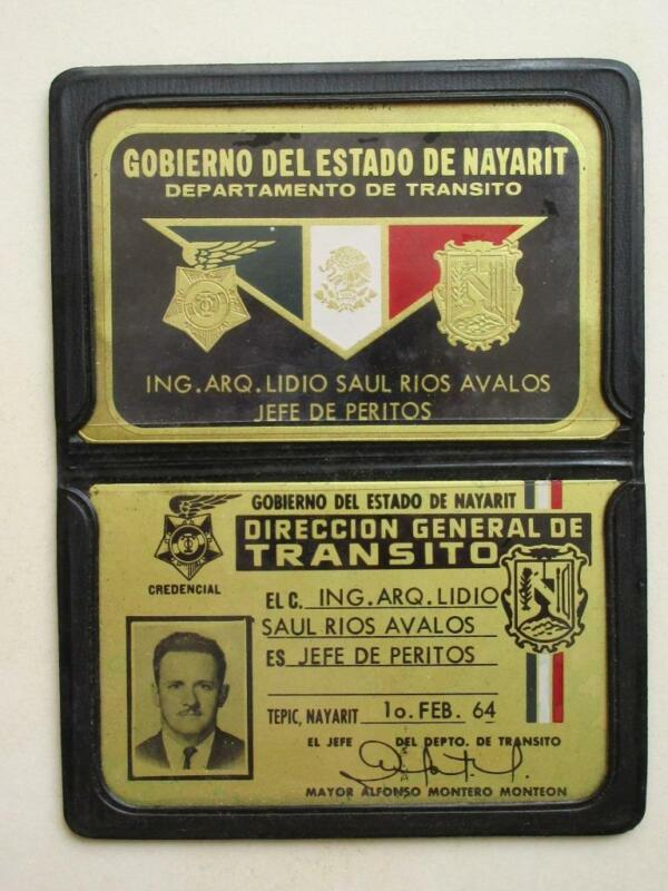 OBSOLETE 1964 NAYARIT MEXICO TRAFFIC PROFICIENT CHIEF MEXICAN POLICE 2 BADGES