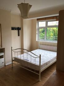 Beautiful double room to rent for a professional including bills in Mitcham