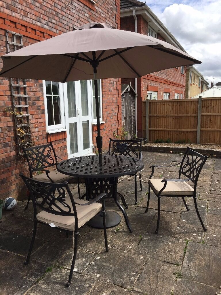Brilliant Garden Furniture Hampshire 4 Seater Set With Parasol In Excellent Condition And Inspiration