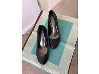 M&S Ladies leather shoes black .Size 4.